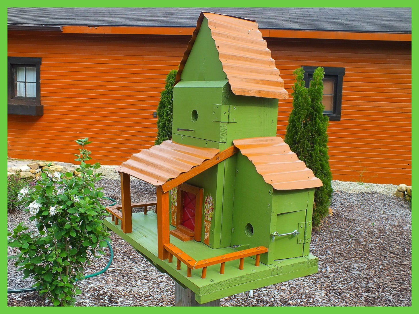 Birdhouse (4... At my sister-in-law Mary's place.) Photo by Thomas Peace c. 2015